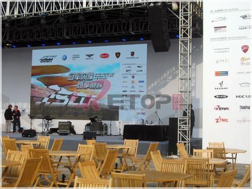 屏亮相上海冠军赛车嘉年华,分布在赛场看台,外场中心舞台及品牌展示区