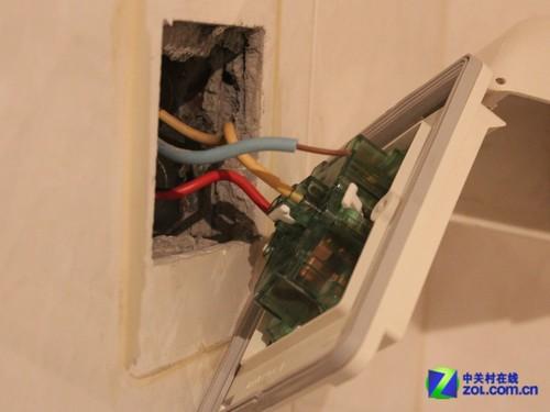 卫生间插座里的电源线过细;;