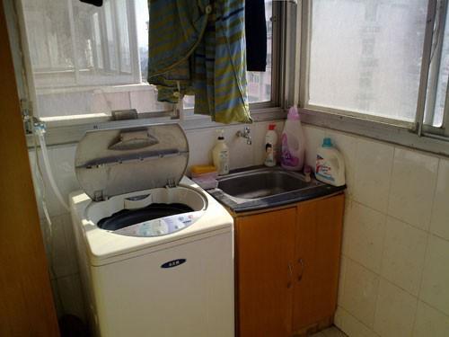 阳台摆放洗衣机(图片来自:baidu.com)-排水不能走雨水管 洗衣机