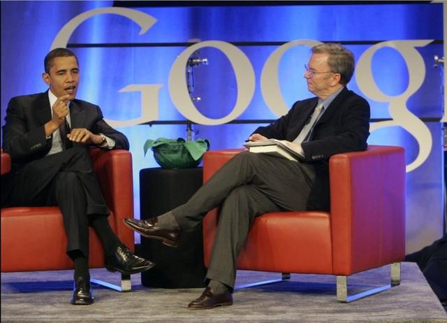 """施密特同美国总统奥巴马也有着相当不错的私交。在奥巴马首次竞选总统的时候,施密特是前者的非正式顾问,同时也是竞选总统的最主要赞助方之一。目前,施密特是奥巴马政府""""科技顾问委员会""""(Council of Advisors on Science and Technology)的成员之一。"""