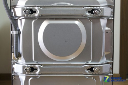 图为洗衣机背部的两块金属固定板.