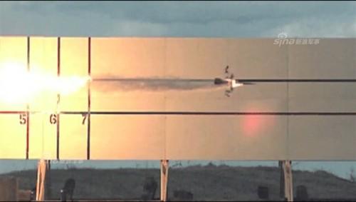 英国电磁炮试射猛图:瞬间穿透7层钢板