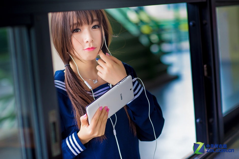 清纯小萌妹 台电g17s 3g手机平板图赏
