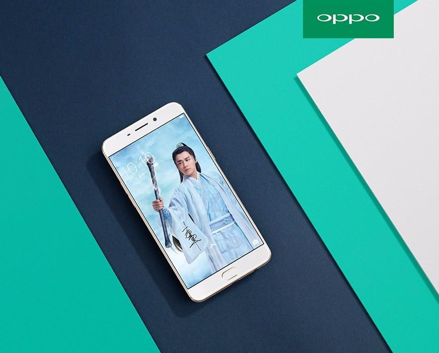 一同为OPPO R9代言的还有小鲜肉李易峰,随着《青云志》的热播,定制版手机也隆重登场。