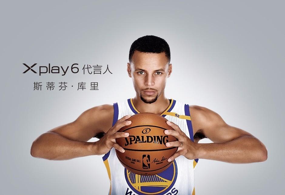 """刚刚发布的vivo Xplay6则选择了库里这位NBA球星,他司职控球后卫,是2014-15赛季NBA总冠军,两次当选常规赛MVP,三次入选全明星赛西部首发阵容。他以""""变态准""""三分扬名,他是NBA单赛季三分王,萌神库里你喜欢他吗?"""