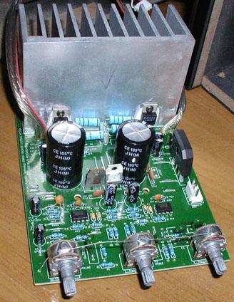 后级部分,功放管采用的是lm1875t,滤波电容是个25v/10000uf的,但个头