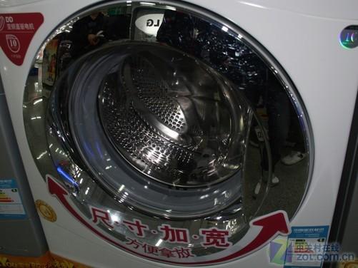 编辑点评:这款LG WD-N10240D滚筒洗衣机外形设计出色,时尚大气,同时多种智能程序更加方便用户使用,而且DD电机表现出色,不光节能,而且更加静音,可谓既时尚又实用,目前售价为3900元,喜欢LG产品的朋友不妨多关注一下。 LG WD-N10240D洗衣机 [参考价格] 3900元 [ 经销商 ] 马甸鹏润国美店 010-82074833 [报价查询]