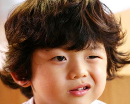 韩国超人气小明星   王锡玄