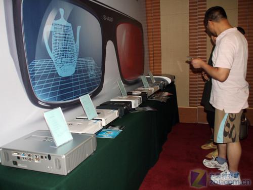 ...投影机产品与最主流的投影机方案.   家庭影院   、大屏拼接...