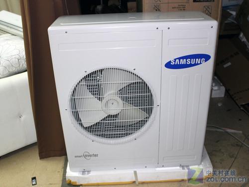 在内机中也设置了电路板,在安装时要先连好空调内部走线.