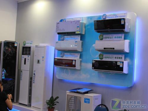 展会相关 > 柜机挂机齐上阵 ces美的展示空调产品      在此次青岛ces