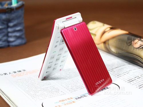时尚女性翻盖手机 西铂V998不足千元到货