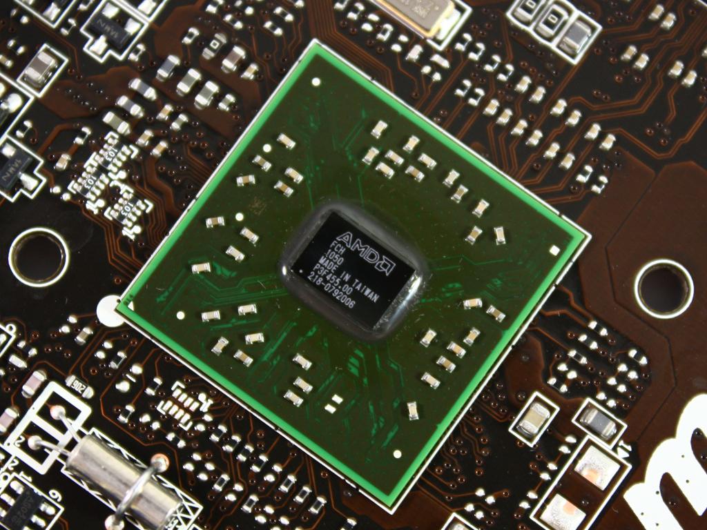 微星在近日发布E350IA-E45主板,基于AMD Fusion APU平台设计。这款主板采用军规组件,包括全固态电容以及固态静音电感,支持USB3.0、SATA 6Gbps主流存储设备接口,输出接口方面支持HDMI/VGA视频输出、SPDIF数字输出。板型布局合理,小钢炮散热模块效果非常不错,是组建HTPC的好选择。(编辑:杨旭) 作者:杨旭 2011-02-18 06:10