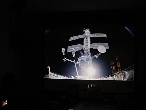 太空泥作品立体感强的_变身外星人 3D 1080p投影带你遨游太空_夏普 Z17000A_投影机行情 ...