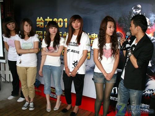华硕网吧游戏大赛启动 职业战队美女