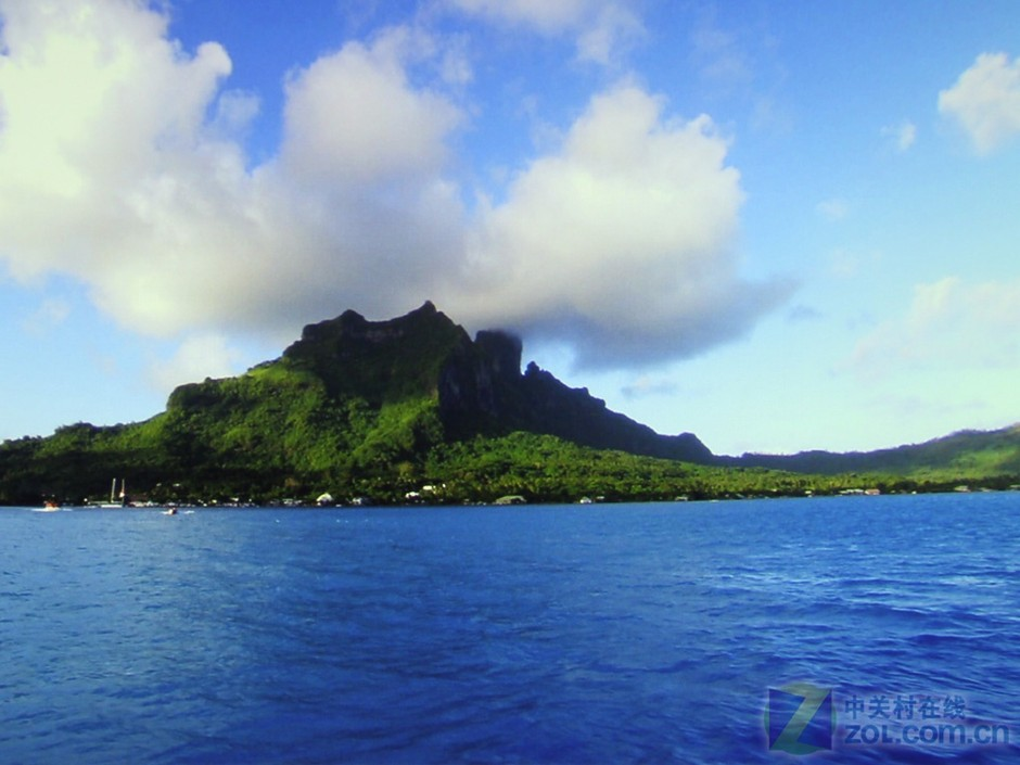 PL02,是纽曼推出的第3台1080电视投影机。在这款产品上在色彩上有了不小提升,更适合在家中使用,看电视看电影皆可胜任。与老款机型相比,PL02镜头对焦准确度有了小幅提升,在画质上有了不少提升。大溪地是法属波利尼西亚的主岛,外形似一个倒挂的葫芦瓜。它属于火山岛,沿岸沙滩碎石漆黑,适宜冲浪和扬帆出海,深海钓鱼。大溪地景色秀美,天是蓝的,海是绿的,微风吹拂,PL02将片中古铜色的皮肤显示的也很真实。 作者:张茂祺 2011-04-29 05:28