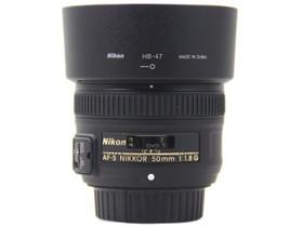尼康AF-S 50mm f/1.8G正面(带遮光罩)