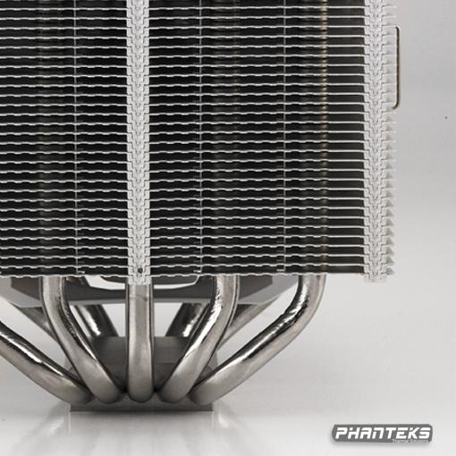 前不久刚刚成立的欧洲散热器厂商Phanteks近日推出该公司首款散热器PH-TC14PE。这款高端CPU散热器有四个颜色的版本(白色、蓝色、橙色、红色)可供广大的用户选择。这款散热器的体积大小为159*140*171mm,重量约为1250g(含风扇)。PH - TC14PE采用双塔设计,五个8mm厚的镀镍全铜热导管,并配备两个140mm的UFB轴承风扇(PH - F140),工作时转速为9001200 RPM之间,最大噪音仅为19dBA。支持Intel LGA 775/1155/1156/1366和AMD