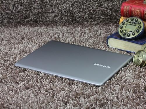 三星 530U3银灰色 外观图