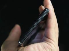 摩托罗拉 XT910 黑色 侧面图