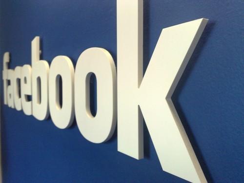 Facebook开始利用在线赌博游戏圈钱