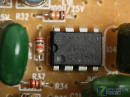 前级源讯放大芯片是两颗jrc出品的4558d