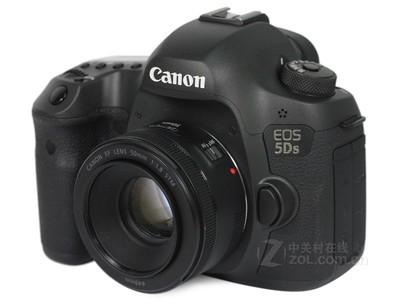 先验货,后付款!佳能 5Ds(单机):17000元,搭配EF24-70mmf2.8IIUSM镜头:27100元,搭配EF70-200mmf2.8ISIIUSM镜头:28300元。