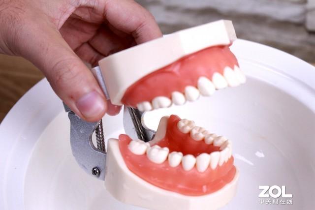 飞利浦喷气式洁牙器评测 齿间健康只需一喷