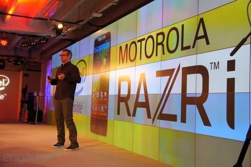 2GHz英特尔核芯 4.3吋摩托RAZR i发布